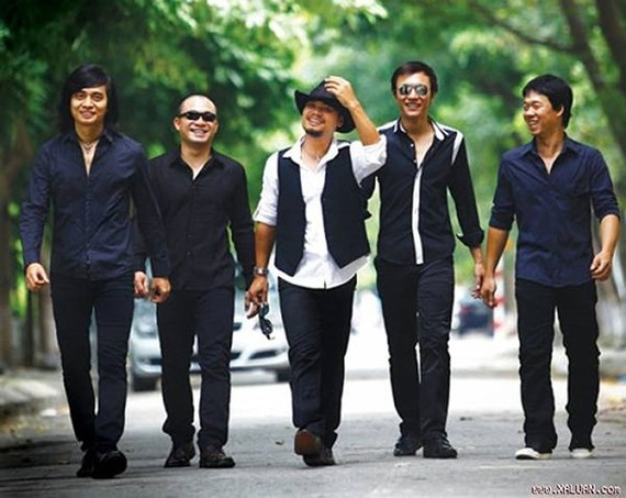 Buc Tuong rock band marks its 23rd anniversary