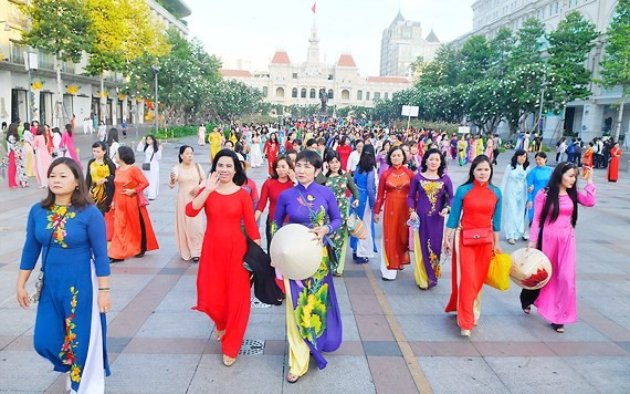 VIDEO:Ho Chi Minh City Ao Dai Festival 2018 wraps up