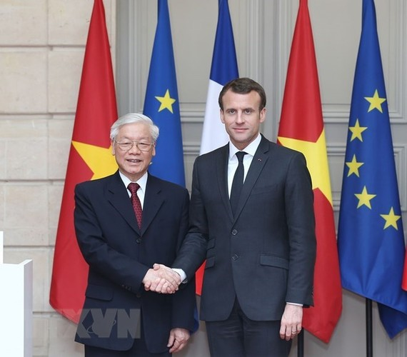General Secretary of the Communist Party of Vietnam Central Committee Nguyen Phu Trong (L) and French President Emannuel Macron (Source: VNA)