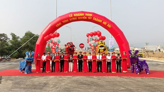 The extension of the coastal road Nguyen Tat Thanh opens
