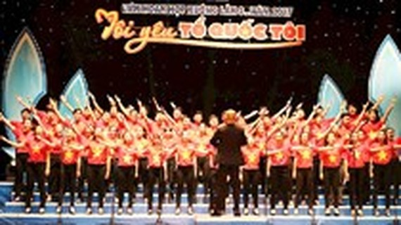 Choral festival celebrates 128th birth anniversary of Uncle Ho