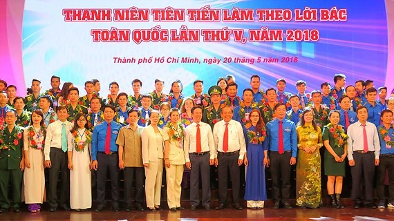 """Outstanding young people nationwide in the campaign """"Young people study and work in accordance with Uncle Ho's teachings"""" are honored in Ho Chi Minh City. (Photo: Sggp)"""
