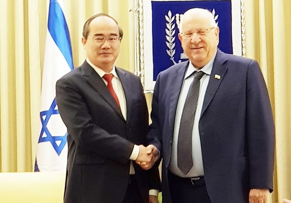 Secretary of HCMC Party Committee Nguyen Thien Nhan (L) meets Israeli President Reuven Rivlin in Jerusalem on May 25.  (Photo: Sggp)