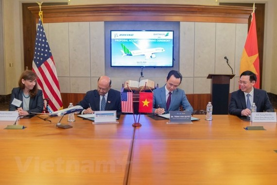 At the signing ceremony between FLC Group and Boeing (Photo: VNA)