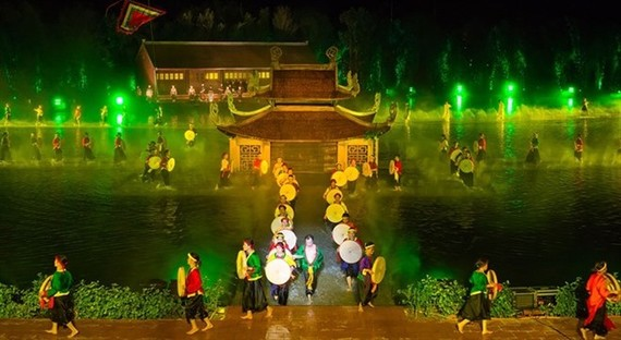 "The live entertainment show ""Tinh hoa Bac Bo"" (The Quintessence of Tonkin) has received two entries in the Vietnam Guinness Book of Records (Photo: vgottravel.com.vn)"