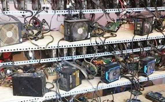 Vietnam imported more than 3,664 cryptocurrency mining rigs in the first six months of the year. (Photo: cafef.vn)
