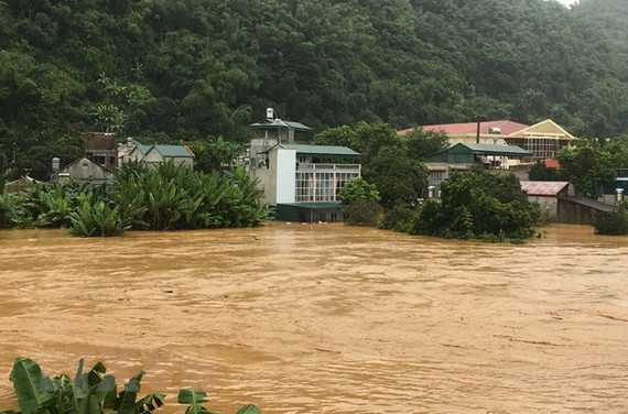 Pan Spring in Hat Lot township of Mai Son district, the northern mountainous province of Son La, has been in full spate, flooding tens of local houses (Photo: VNA)