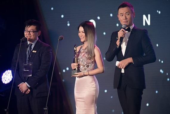 Actress Ngoc Thanh Tam receives the Special Jury Award for Best Actress.