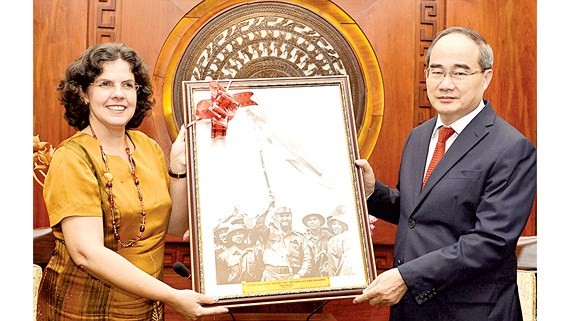 Cuban Ambassador to Vietnam , Lianys Torres Rivera (L) and Secretary of HCMC Party Committee Nguyen Thien Nhan