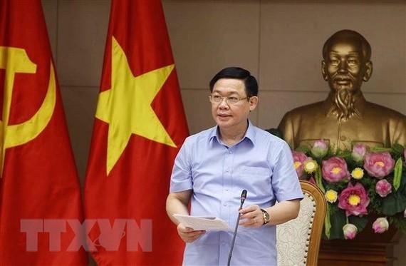 Deputy Prime Minister Vuong Dinh Hue addresses the meeting (Photo: VNA)