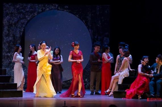 """Classical opera, """"Die Fledermaus"""" performed in city"""