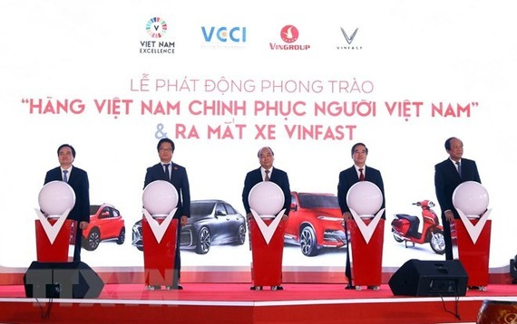 Prime Minister Nguyen Xuan Phuc (C) at the ceremony (Source: VNA)