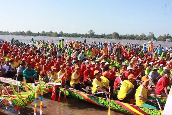 Ngo boat race in the festival