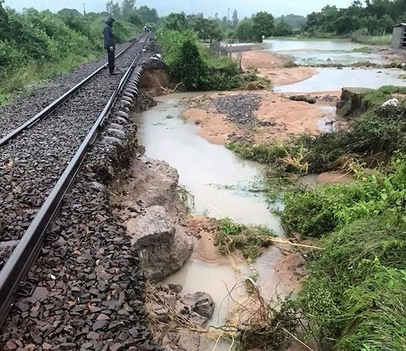 The railway-line connecting Thap Cham and Nha Trang has been damaged by Storm Usagi.
