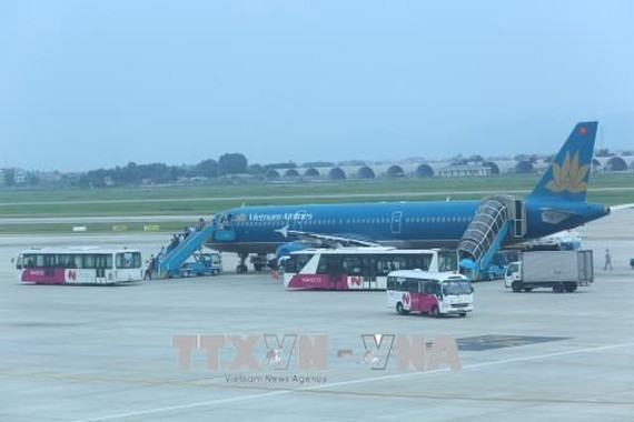 An airplane of Vietnam Airlines at the Noi Bai Airport (Photo: VNA)