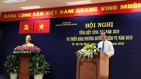 Vice Chairman of the municipal People's Committee Le Thanh Liem speaks at the conference.