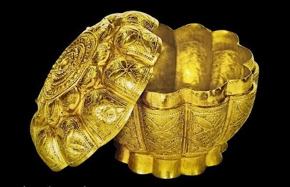Golden lotus-flower-shaped box at Ngoa Van Pagoda on Yen Tu Mountain recognised as a national treasure (Photo: VNA)