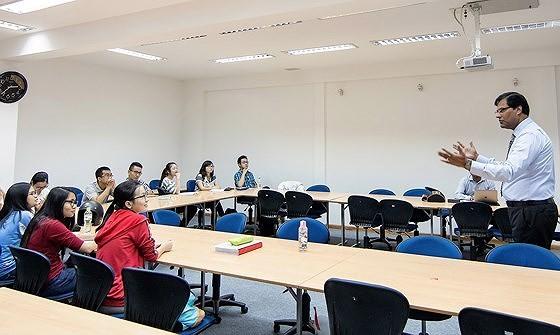 Sweden supports Vietnam in training English
