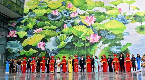 Two giant mural paintings inaugurated at Noi Bai int'l airport