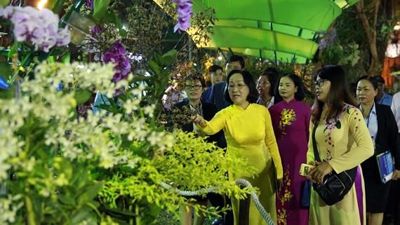 City's leaders visit Ho Chi Minh City's Spring Flower Festival 2019. (Photo: sggp)
