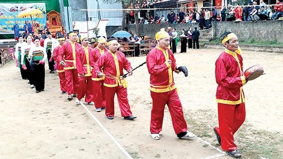 The traditional god fish procession festival in Thanh Hoa province's Cam Thuy district
