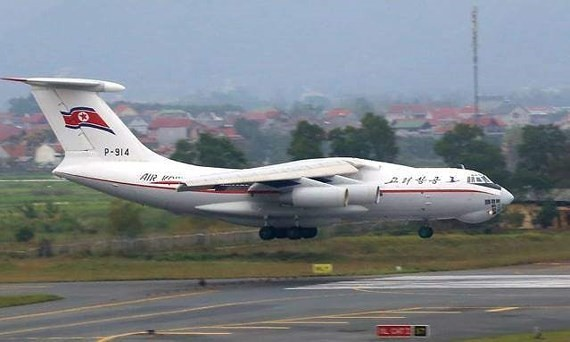 The IL-76 MD transport aircraftlands on Noi Bai International Airport.