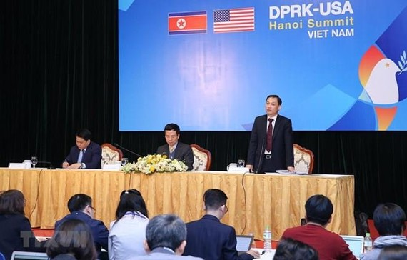Deputy Minister of Foreign Affairs Le Hoai Trung speaks at the international press conference ahead of the DPRK-USA Hanoi Summit Vietnam (Source: VNA)