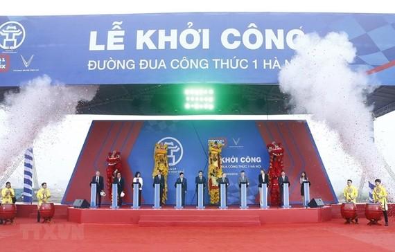 Delegates press button to kick-start construction on Formula One (F1) Hanoi Grand Prix racetrack in Hanoi (Source: VNA)