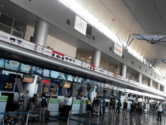 Passengers check in at Noi Bai International Airport (Photo: VNA)