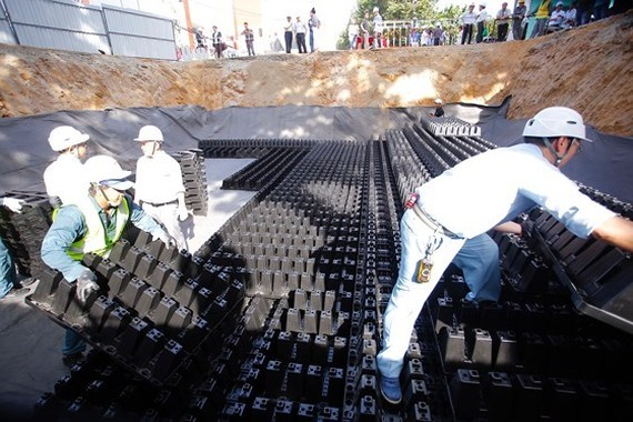 The underground water reservoir using Japanese Crosswave technology on Vo Van Ngan Street in HCM City's Thu Duc district has been built and proved efficient in reducing flooding. (Photo: www.sggp.org.vn)