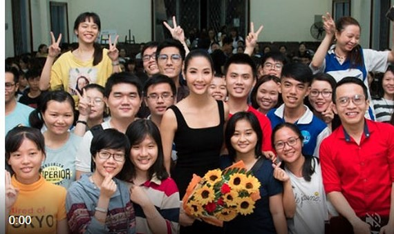 The first-runner ip of Miss Universe Vietnam 2017, Hoang Thuy and young people