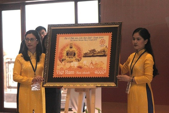 The stamp to celebrate the UN Day of Vesak 2019 makes debut on May 11 (Photo: thanhnien.vn)