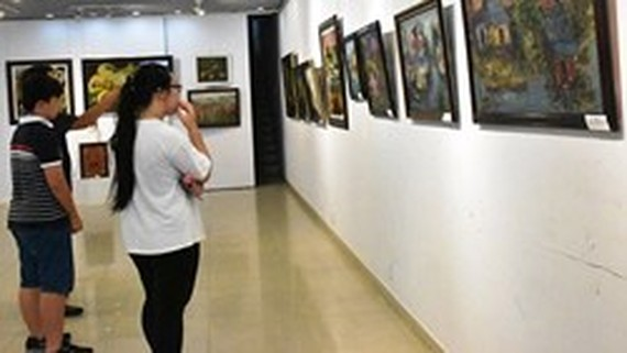 Fine arts exhibition marks Uncle Ho's 129th birthday