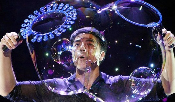 World-acclaimed bubble artist Fan Yang returns to HCMC