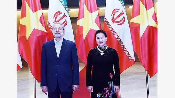 Chủ tịch Quốc hội Nguyễn Thị Kim Ngân chủ trì lễ đón chính thức Chủ tịch Quốc hội Ali Ardeshir Larijani