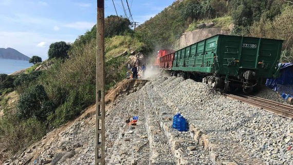 Những toa tàu hàng chạy thử để thông tuyến đường sắt Bắc Nam