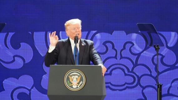 Tổng thống Hoa Kỳ Donald Trump phát biểu tại APEC CEO Summit chiều 10-11 ngay sau khi đến Đằ Nẵng