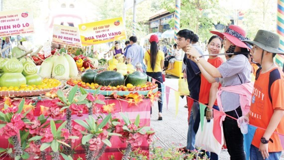 Southern fruit festival 2017 takes place at Suoi Tien Cultural Park