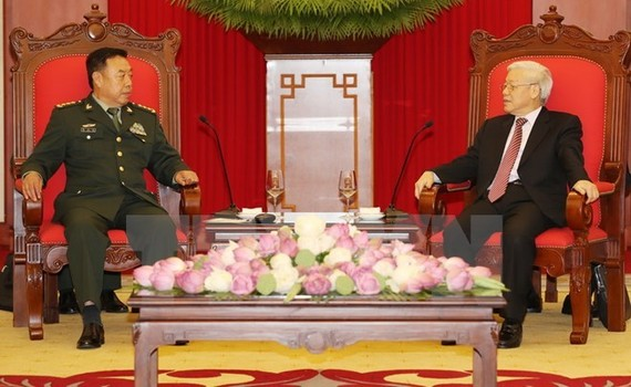 Party General Secretary Nguyen Phu Trong (R)receives Chinese Politburo member and Vice Chairman of the Central Military Commission Fan Changlong (Photo: VNA).