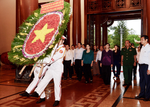 The city delegation lay wreath at Ben Duoc Memorial Temple in Cu Chi district.