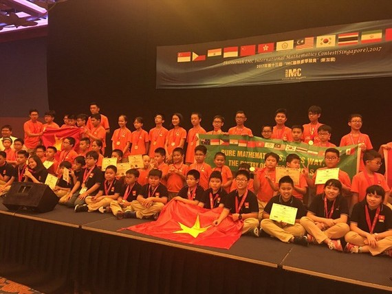 The delegation of Vietnamese students to the competition (Photo: hanoimoi.com.vn)
