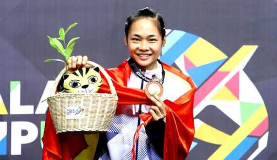 Vietnamese athlete Pham Thi Tuoi wins a gold medal in the women's Pencak Silat at the 2017 Southeast Asian Games