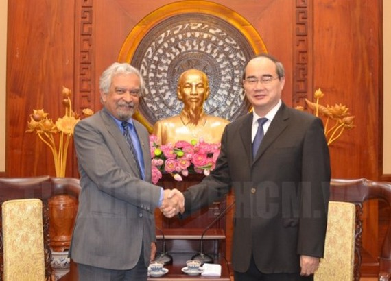 Secretary of the Ho Chi Minh City Party Committee Nguyen Thien Nhan (R) and  Mr. Kamal Malhotra, United Nations Resident Coordinator and Resident Representative at United Nations Development Program in Vietnam