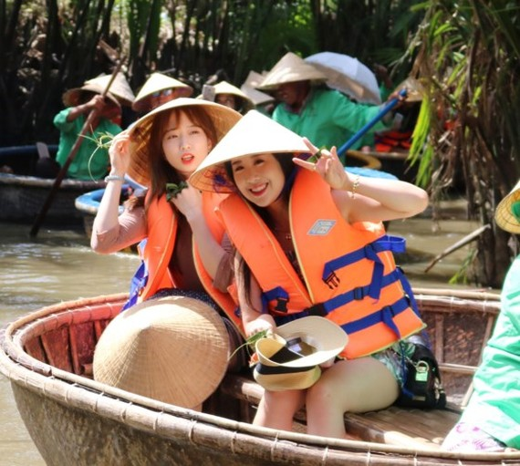 """Korean tourists compare Hoi An city as """"Venice of the East"""" and consider the city as the best favorite destination in the central of Vietnam"""
