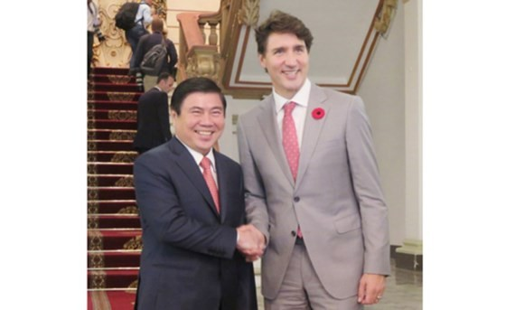 Chairman of the Ho Chi Minh City People's Committee Nguyen Thanh Phong and Canadian Prime Minister Justin Trudeau