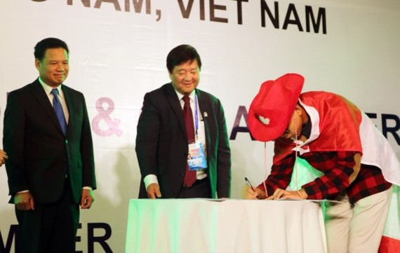 A youth delegate is representative for APEC member economics signs the 2017 Youth Declaration