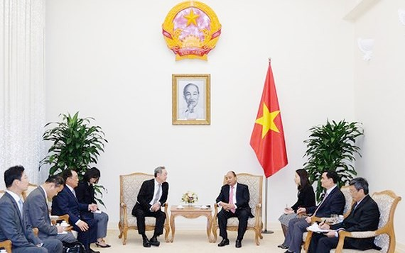 Vietnamese Prime Minister Nguyen Xuan Phuc receives Chang Dae Whan, Chairman of the Maekyung Media Group in South Korea (Photo: Vietnam Government Web Portal)