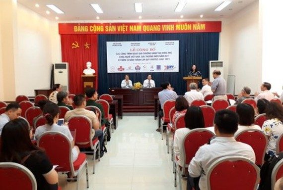 "The Viet Nam Union of Science and Technology Associations (VUSTA) announced 45 projects awarded with the ""Vietnamese Creative Technology 2016 - VIFOTEC"" prize. (Photo: Sggp)"