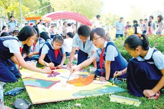 Children painting contest honors Vietnamese traditional festivals
