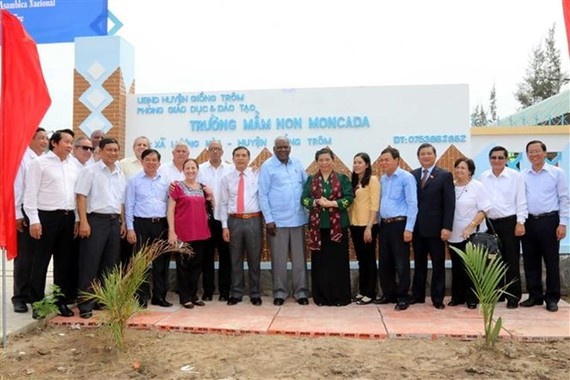 Chairman of the Cuban National Assembly Juan Esteban Lazo Hernandez attends ceremony to inaugurate and rename the Luong Hoa kindergarten the Moncada kindergarten (Source: VNA)